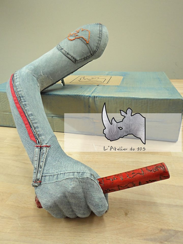 hands_jeans